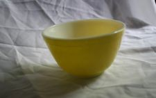 VINTAGE # 401 SMALL 1 1/2 PT PYREX PRIMARY YELLOW MIXING BOWL NESTING BOWL