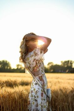 Golden Hour - How to nail Sunset Outfit Shootings - Ash Senior ❤️ - Photographie Photography Tags, Photography Poses Women, Summer Photography, Outdoor Photography, Digital Photography, Portrait Photography, Fashion Photography, Amazing Photography, Landscape Photography