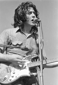 Rory Gallagher, intense ! Multiinstrumentalist ! My guitar hero for so Many years, first time i saw him i met something new in music