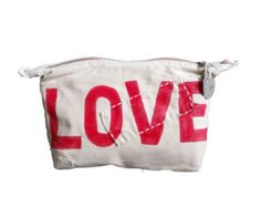 Heart Weekend Bag Handmade of old tangas (100% cotton sail cloths) and painted in the mood of the motion. With 2 way zipper, waterresistant lining. Pocket inside for mobile, keys or wallet.  Size: ca. 40 x 70 cm  Please see this short film on You Tube on how the bags are made: https://youtu.be/ZKQDnoM-bUg  All Items are send with Track & Trace  Ali LAMU is the story of Daniela and Ali. Daniela Bateleur was born in Italy. After years of travelling throughout Africa, she arrived in Lamu, in…