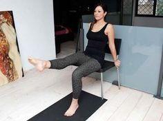 gli esercizi per avere una pancia piatta con una sedia