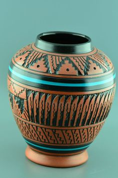 Just Beautiful Native American Etched Pottery Vase Navajo Navajo Pottery, Southwest Pottery, Southwest Art, Pueblo Pottery, Pottery Vase, Ceramic Pottery, Ceramic Art, Native American Pottery, Native American Art