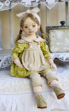 Купить или заказать Яся-мамина помощница.Текстильная куколка в интернет магазине на Ярмарке Мастеров. С доставкой по России и СНГ. Срок изготовления: 1 месяц. Материалы: хлопок, трикотаж, вельвет мелкий…. Размер: 45см
