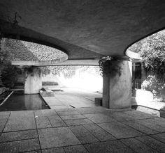 Carlo Scarpa, Biennale,Venice Photo creds CreateSpace #carloscarpa #scarpa #venice #architecture #biennale #bnwphotography #bnw #architecturelovers #architecturephotography #garden #extrior #column #roof #concrete #arch #light
