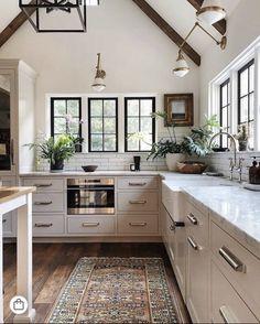 White Wood Kitchens, Modern Farmhouse Kitchens, Home Kitchens, Farmhouse Style, Kitchen Modern, Minimalist Kitchen, Kitchen Wood, Stylish Kitchen, Minimalist Design