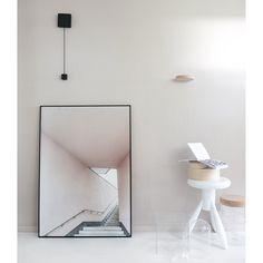 Pink Stairs poster från Anna Leena Design. Ett minimalistiskt och modernt fotografi taget av An...