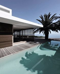 - House in Camps Bay Designed by Luis Mira Architects (2010) Locatio