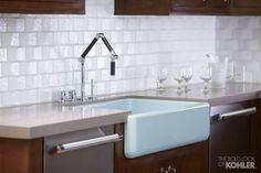 Chậu bếp Whitehaven được chế tác từ gang tráng men độc đáo, chống trầy xước giúp duy trì vẻ đẹp lâu dài với độ bền cao.