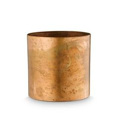 This flowerpot from H. Skjalm P. is made of raw copper and has a rustic, lively feeling that becomes really beautiful with a green plant or herbs in the kitchen. Can also be used as a small storage in the office or bathroom. Combine it with other interior details from the Danish brand H. Skjalm P.