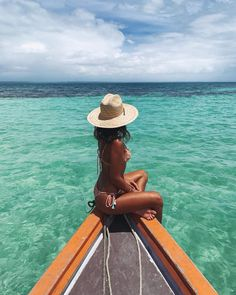 Ideas for Summer Vibes Beach PicturesSportswear - Women's Leggings and Activ. Ideas for Summer Vibes Beach PicturesSportswear - Women's Legg Pool Outfits, Bikini Outfits, Beach Outfits, Foto Cv, Beach Sunset Photography, Couple Beach Pictures, Bikini Pool, Pool Picture, Beach Poses