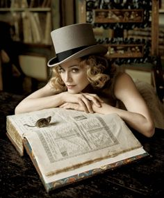 Madonna Pics of celebrities reading - Page 4 - Kittyradio Forums Guy Ritchie, Evangeline Lilly, Celebrity Photographers, Celebrity Portraits, Celebrity Photos, Clint Eastwood, Kleiner Muck, Madona, Celebrities Reading