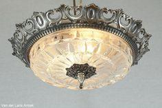 Klassieke plafonniere 25176 bij Van der Lans Antiek. Bekijk al onze antieke lampen op www.lansantiek.com Lamps, Chandelier, Ceiling Lights, Lighting, Home Decor, Mirrors, Lightbulbs, Candelabra, Decoration Home