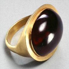 Hellenistic ring (gold & garnet) Greek, 3rd century B.C.