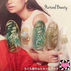 ネイル 画像 Natural Beauty 赤坂 1641907 緑 クリア 白 ビジュー ボタニカル 夏 リゾート 海 ソフトジェル ハンド ミディアム