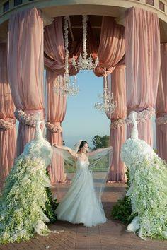 Peacock flowers - looks like an old movie #wedding #design #flowers