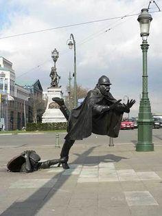 de Vaartkapoen statue in Brussels