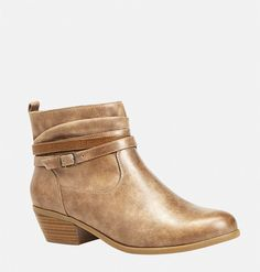Find the perfect bootie for fall dresses and skinny jeans. Buckle Ankle Boots, Ankle Booties, Bootie Boots, Faux Fur Boots, All About Shoes, Dress With Boots, Short Boots, Chic Outfits, Style Me