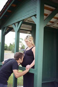 Maternity Session, Lakewood Heritage Park, Lakewood Colorado. Corey Elizabeth Photography www.coreyelizabethphotography.com