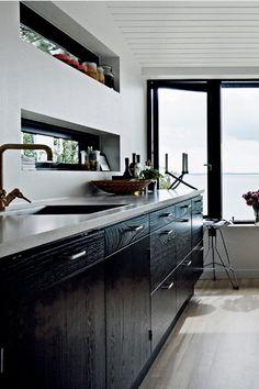 Fenêtre panoramique sur l'entée au dessus de l'évier