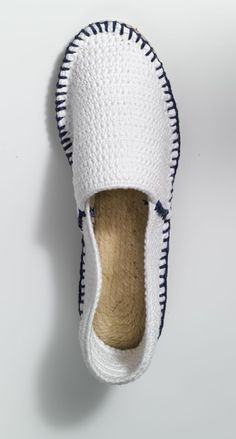 DIY Crochet and Other Espadrilles ideas / inspirations to make with new or old ones Crochet Shoes Pattern, Shoe Pattern, Knitted Slippers, Crochet Slippers, Knit Crochet, Knit Shoes, Sock Shoes, Espadrilles, Crochet Flip Flops