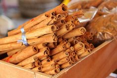 Grupo Canela is one of the leading wholesale suppliers of herbs and spices. It imports herbs and spices not only in USA but all across the globe. Cinnamon Health Benefits, Honey Benefits, Oil Benefits, Honey And Cinnamon, Cinnamon Sticks, Real Cinnamon, Ceylon Cinnamon, Cinnamon Tea, Fat Burning
