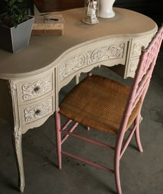 Kidney-Shaped Vanity in Country Grey and Old White chalk paint. Want to get these colors.