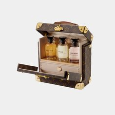 Save on the Louis Vuitton Malle Box Flaconnier Perfume Trunk Fragrance Monogram New Limited Edition Brown Canvas Satchel! This satchel is a top 10 member favorite on Tradesy. Vuitton Bag, Louis Vuitton Handbags, Louis Vuitton Trunk, Lv Handbags, Zapatillas Louis Vuitton, Beautiful Perfume, Bar Lounge, Perfume Collection, Luxury Beauty
