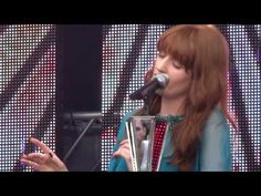 Florence + the machine Over the Love LIVE!! Chime for Change concert #gucci