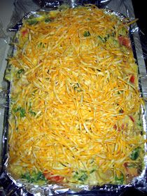 The Virtuous Wife: Chicken Club Casserole Tutorial (FREEZER lb spiral pasta, cooked cooked chicken 2 cans cheddar cheese soup cooked bacon 1 c milk 1 c mayonnaise 4 tomatoes, chpd&seeded 3 c spinach, chopped 2 c shredded Colby-Monterey Jack cheese min ddh Casserole Dishes, Casserole Recipes, Crockpot Recipes, Chicken Recipes, Cooking Recipes, Freezer Recipes, Chicken Casserole, Drink Recipes, Yummy Recipes