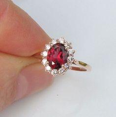 Inspiration pour un mariage rouge : la bague de fiançailles
