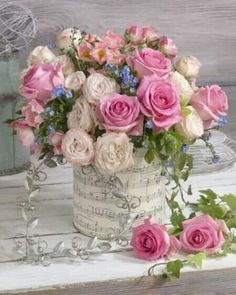 A beautiful spring floral arrangement. Beautiful Flower Arrangements, My Flower, Pretty Flowers, Pink Flowers, Bright Flowers, Rosen Arrangements, Floral Arrangements, Deco Floral, Arte Floral