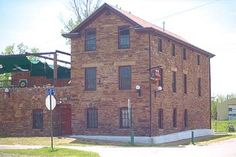 Knobel Brewery - Built in 1848 by German immigrant Joseph Knoble to supply the approximately 37 saloons in downtown Fort Smith, this three-story cobblestone structure contains an original underground cellar where the beer was stored. Completely restored in the early 1990s, the property is listed on the National Register of Historic Places