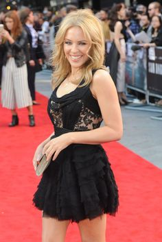 """Kylie Minogue attends the UK Premiere of """"San Andreas"""" at Odeon Leicester Square on May 2015 in London, England. Get premium, high resolution news photos at Getty Images Kylie Minogue, Dannii Minogue, Melbourne, Divas, San Andreas, Female Singers, Woman Face, Sexy Legs, Vogue"""