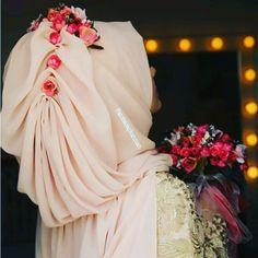 Wedding Hijab Styles, Muslim Wedding Dresses, Muslim Brides, Muslim Girls, Bridal Hijab, Hijab Bride, Pakistani Bridal, Hajib Fashion, Muslim Fashion