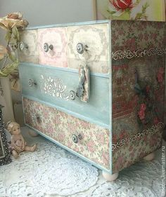 Art Furniture, Decoupage Furniture, Decoupage Art, Decoupage Vintage, Repurposed Furniture, Shabby Chic Furniture, Furniture Projects, Furniture Makeover, Painted Furniture