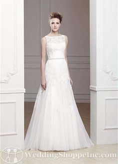 I really like this neckline and the lace