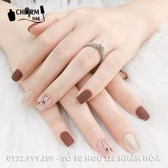 Autumn manicure fall nail color in warm brown spice nude with Willow design and . - Autumn manicure fall nail color in warm brown spice nude with Willow design and gold glitter accent - Nude Nails, Matte Nails, Gel Nails, Stiletto Nails, Nail Polish, Stylish Nails, Trendy Nails, Uñas Color Cafe, Korean Nails