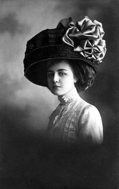 Feel like that women from Edwardian era favored weight-fashion styles, from big gowns to giant hats. Although diverse in shapes, it's really...