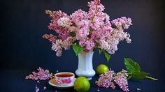 A cup of tea with lilacs for photography HD Wallpaper