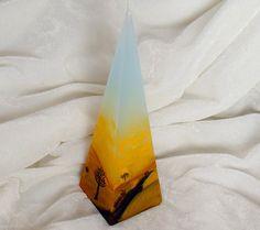 Cette bougie pyramide de couleur pastel est décorée avec de la cire chaude. Peinture de paysage de steppes rend cette bougie décorative bon http://lumierespournosdefunts.blogspot.fr/