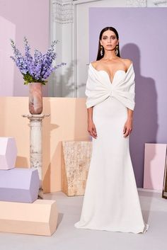 Christian Siriano Pre-Fall 2019 Fashion Show Collection: See the complete Christian Siriano Pre-Fall 2019 collection. Look 35 Christian Siriano, Fashion Show Collection, Couture Collection, Nice Dresses, Formal Dresses, Wedding Dresses, Women's Runway Fashion, White Fashion, Dream Dress