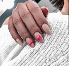 The advantage of the gel is that it allows you to enjoy your French manicure for a long time. There are four different ways to make a French manicure on gel nails. Latest Nail Designs, Nail Art Designs, Spring Nails, Summer Nails, Cute Nails, Pretty Nails, Hair And Nails, My Nails, Nagellack Trends