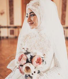 @kubra.osman #chichijab Modest Wedding, Wedding Dresses, Bridal Hijab, Hijab Niqab, Muslim Brides, Wedding Styles, Bridesmaids, Chic, Instagram Posts