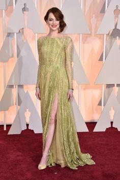 Emma Stone kam mit ihrer Mutter zur Oscar-Verleihung. Und hatte sich eine etwas blasse Robe von Elie Saab angezogen.