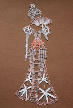 Descripción de la imagen Bobbin Lace Patterns, Crochet Patterns, Arte Linear, Romanian Lace, Bobbin Lacemaking, Lace Art, Quilling Jewelry, Point Lace, Crochet Diagram