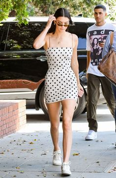 Kendall jenner style 160440805462905494 - Kendall Jenner Wore Head-To-Toe White And Made It Look Edgy Source by iolitecherry Kendall Jenner Outfits, Kendall Et Kylie, Kendall Jenner Estilo, Kendall Jenner White Dress, Kendall Jenner Skinny, Kendall Jenner Boyfriend, Street Style 2017, Street Style Trends, High Street Fashion