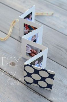 DIY Photo Brag Book- this would also be fun to fill with pictures for a pen pal! - DIY Photo Brag Book- this would also be fun to fill with pictures for a pen pal! Diy Mothers Day Gifts, Mothers Day Cards, Diy Gifts Grandma, Gift For Mother, Mothers Day Presents, Cadeau Grand Parents, Marco Diy, Brag Book, Book 1