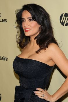 World Artist: Salma Hayek Hot Hollywood celebrity Salma Hayek Style, Salma Hayek Body, Sexy Older Women, Sexy Women, Salma Hayek Pictures, Mexican Actress, Hollywood Celebrities, Sexy Hot Girls, Lady