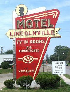 Rotulo de un motel, en el cual han metido los complementos que hay en las habitaciones para asi captar mas clientes. Alejandro Jiménez