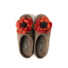 6da15fcdd9 Wool slippers with arch support and handmade flower-wool clogs-slippers-  slip-on - Poppy Flower-Gift